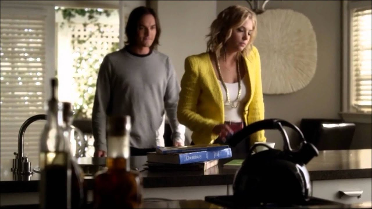 Pretty Little Liars 03x04 Emily Meets Nate Hanna Caleb Have A