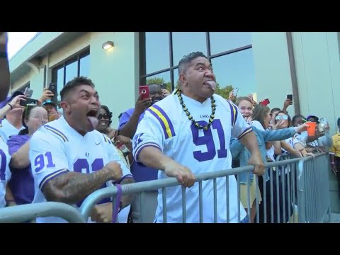 LSU player performs Haka dance with his dad before the game