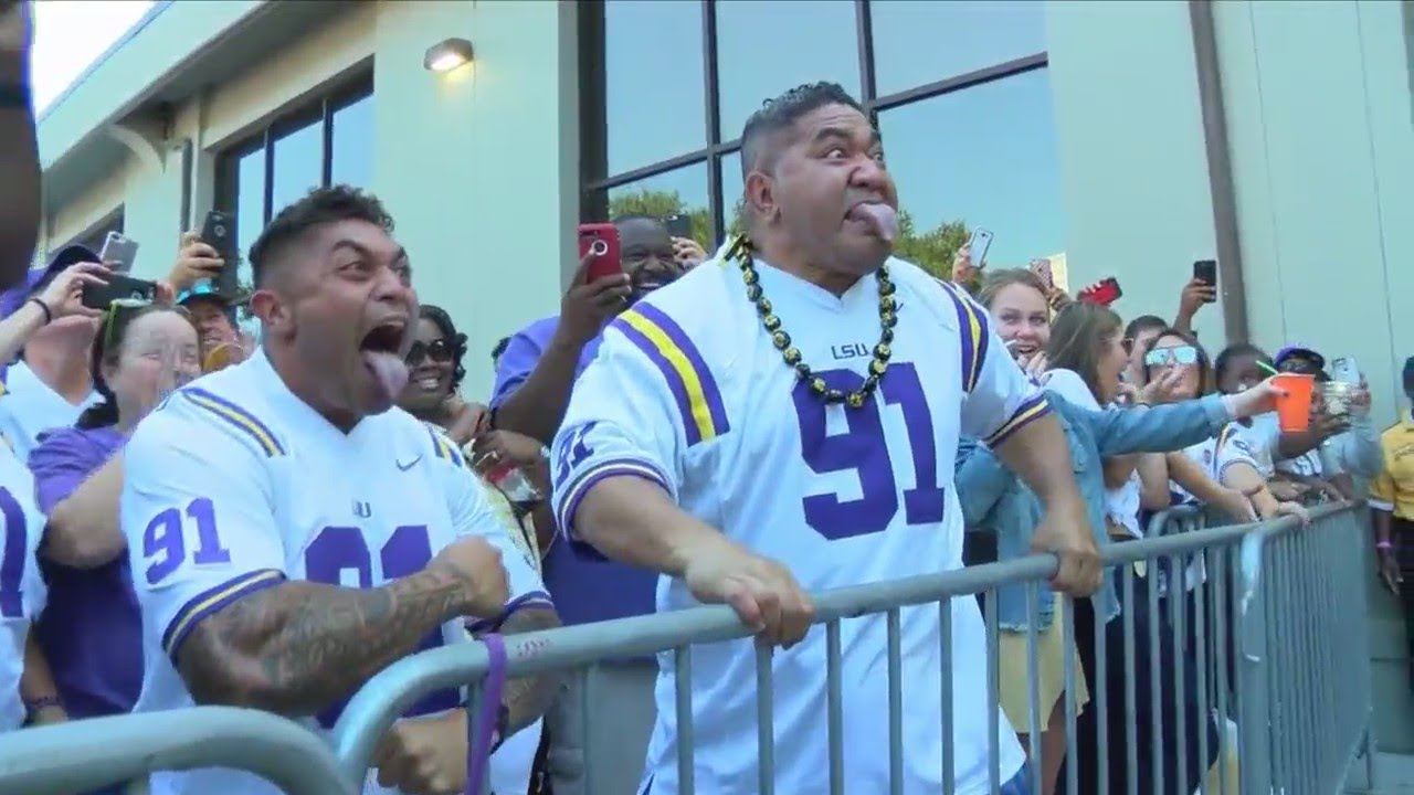 LSU player performs Haka dance with his dad before the ...