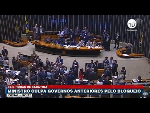 Em sabatina de 6 horas, governo culpa governos anteriores por bloqueio