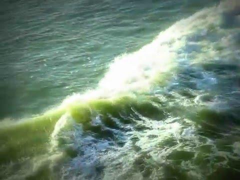 The waves of Arabian Sea (टूटती बनती अरब सागर की लहरें)