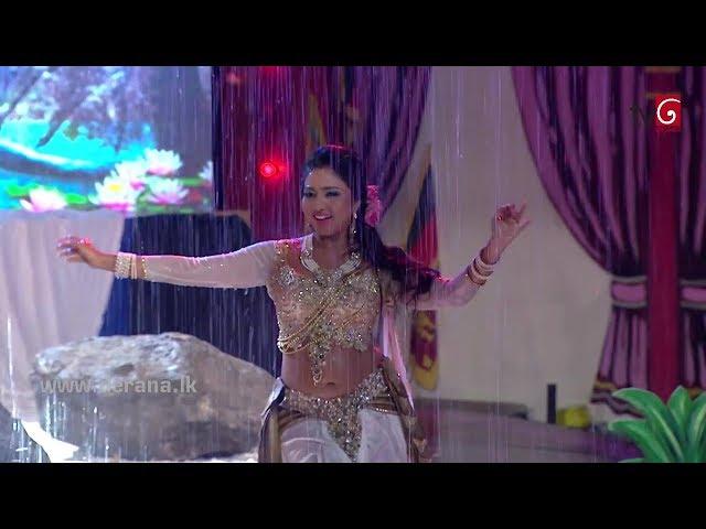 Beautiful Sri Lankan actress Vinu Udani Siriwardanas hot rain dance