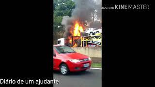 Caminhão cegonha carregado pega fogo na rodovia Marechal Rondon aqui em Bauru SP