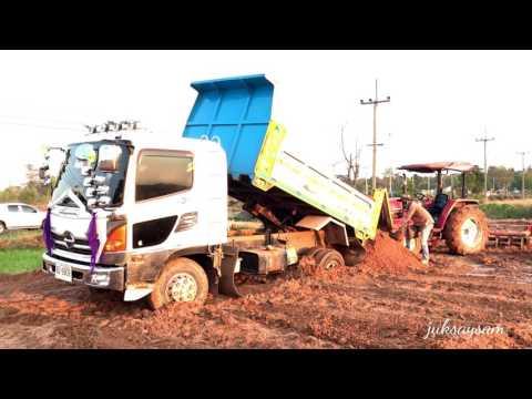 รถดั้มหกล้อสวยๆ ติดหล่ม รถไถยันม่าร์มาช่วยดันท้าย Tractor Yanmar & Dump trucks