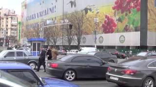 Бойцы Азова въехали в машину сына Порошенко(Сын Порошенко сегодня попал в ДТП. В интернете появилось видео момента аварии с участием сына президента..., 2015-04-08T10:15:06.000Z)