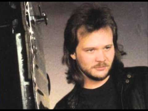 Travis Tritt - Help Me Hold On