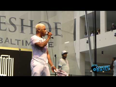Sisqo performs