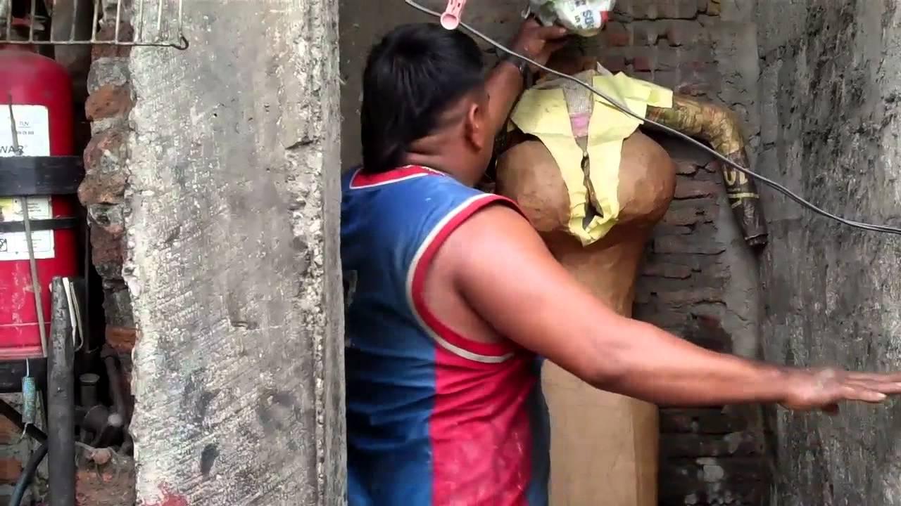 Muñecos Hechos De Papel Muestran Diversidad De Ecuador: Elaboración De Monigotes De Año Viejo, Año Viejos