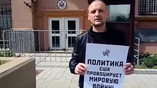 Удальцов пикетирует посольство США из-за бомбежек Сектора Газа