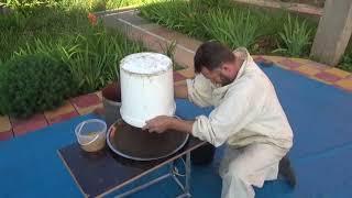 Инкубатор для восковой моли. Продукт жизнедеятельности личинки восковой моли.