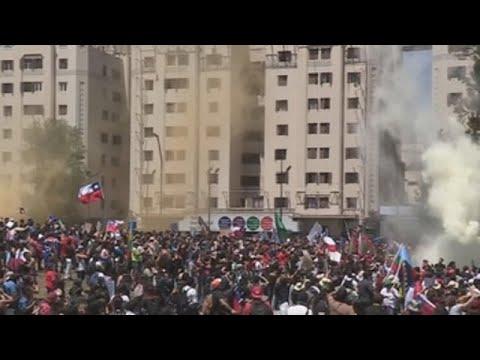 Miles de chilenos vuelven a las calles por séptimo día consecutivo