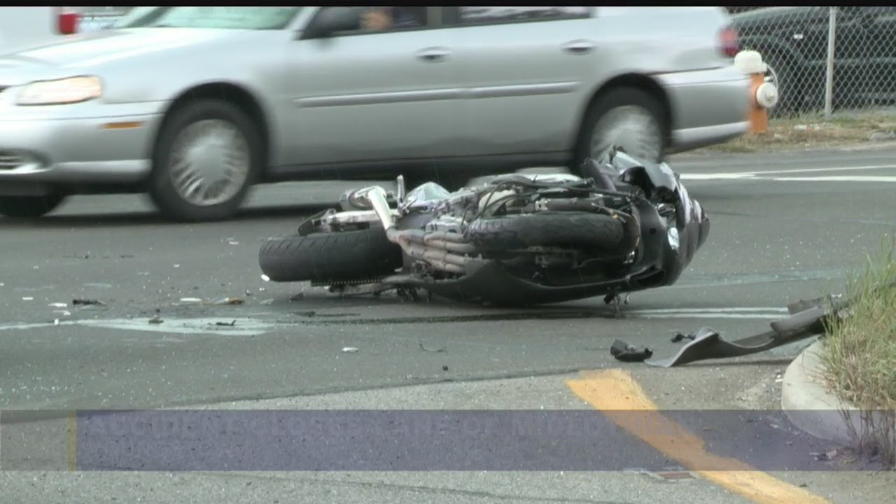 Download Police looking for motorcyclist who ran from Youngstown crash