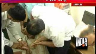 Jaipur Engineer Swallows Paper After He Was Caught Taking Bribe