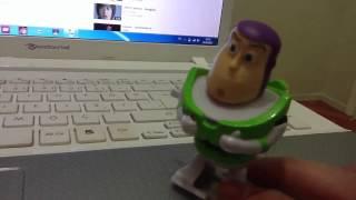 Queen dinlerken kendinden geçen oyuncak (ibretlik)