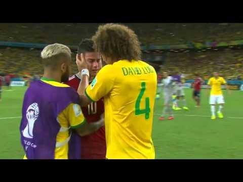James Rodríguez chora após derrota e é consolado por David Luiz