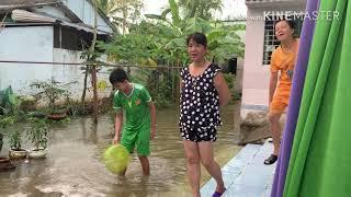 Vlog 97| Ngập Lụt Kéo Về Cá Lên Đầy Bờ Luôn_ Nước Ngập Hết Nhà Rồi Bà Con Ơi| Hồ Thuỳ Dương Vlog