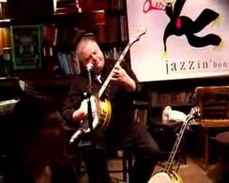 Hans Joerg Elter plays/sings