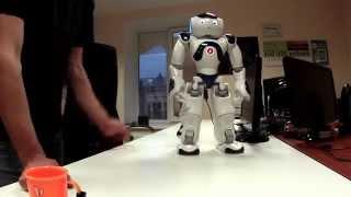 Робот Nao работает промоутером Lenovo