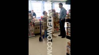 Associated Supermarket REFUSES to help blind woman in Greenpoint, Brooklyn