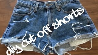 DIY shorts : How to make distressed denim jean shorts