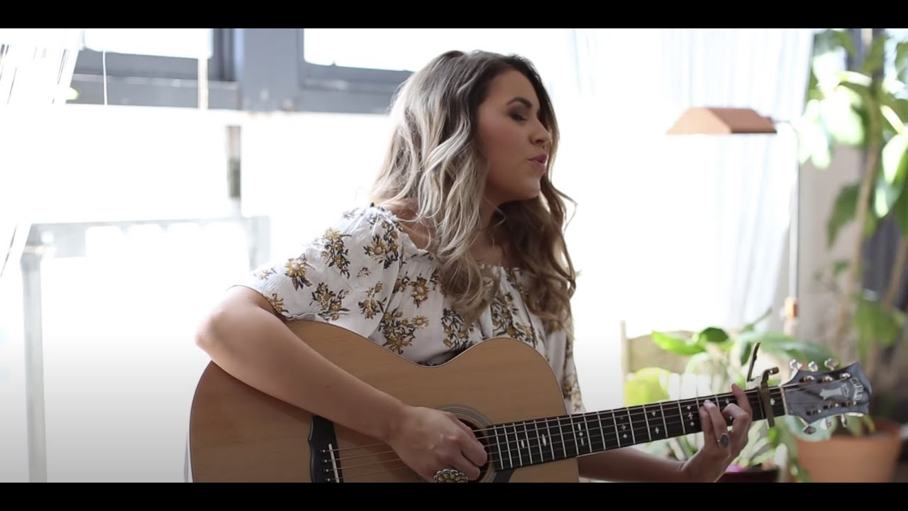 Georgia White - Chandelier (Sia) LIVE Cover - YouTube