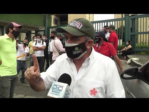 Instructores del Sena protestaron hoy en la sede de la 44