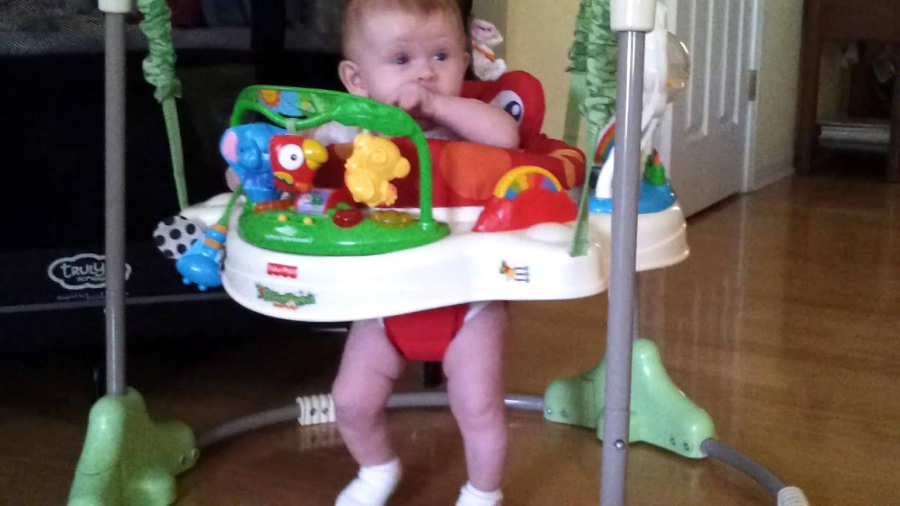 Petite fille de 5 mois faisant le style Gangnam