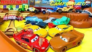 CARS 3 LOS LOCOCHONES VS CORREDORES DE LA COPA PISTON Carros de Carrera para niños  Pista de Coches