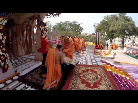 Guruhari Darshan 24 Jan 2015 - Pramukh Swami Maharaj's Vicharan