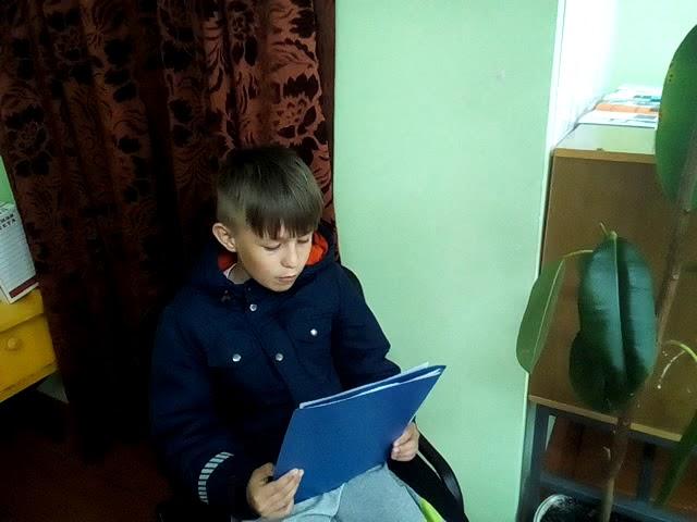 Изображение предпросмотра прочтения – РазильКантюков читает произведение «Музыка» К.М.Симонова