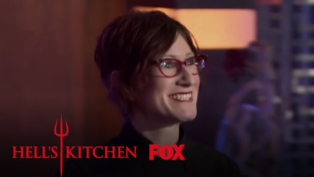 Jenn louis arrives as a guest judge season 16 ep 14 for Watch hell s kitchen season 16