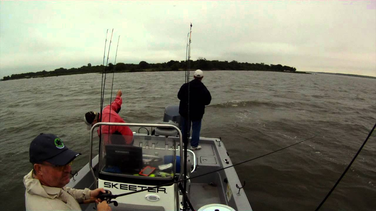 Hybrid striper fishing on lake tawakoni youtube for Lake tawakoni fishing guides