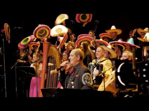 Los Tenampas y El Mariachi & Coro Juvenil del Orfeón Pamplones.
