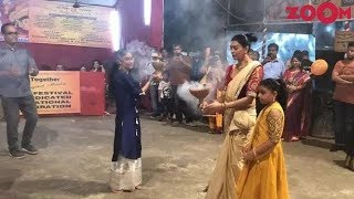 Sushmita Sen performed 'Dhunuchi Nacch' with her daughters and more | Bollywood News