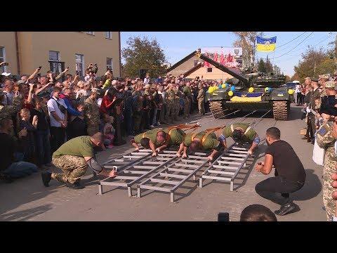 14.10.2019 У Коломиї встановили рекорд - протягнули танк на 3 метри 35 сантиметрів