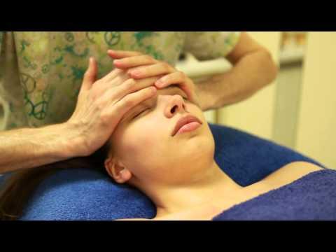 Расслабляющий массаж лица.