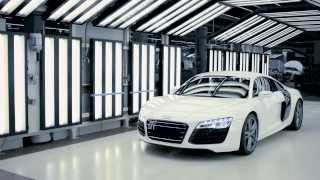 Как собирают Audi R8 на заводе Неккарзульм, 2013 г.  (видео HD)(Вся реклама Audi R8: http://motorhub.ru/audi/audi-r8/ Audi показало, как 241 специалиста собирают Audi R8 из 5196 деталей на супер совре..., 2013-12-14T16:13:06.000Z)