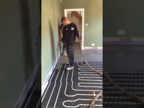Installing A Pumped Screed Over Underfloor Heating Pipes