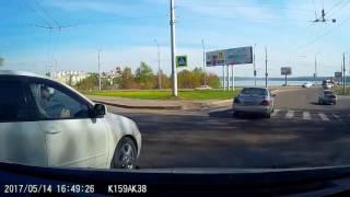 Еще один  водятел,  машину купил, а ездить не купил)))