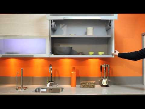 Cuisine mur orange placard motorise youtube for Cuisine orange