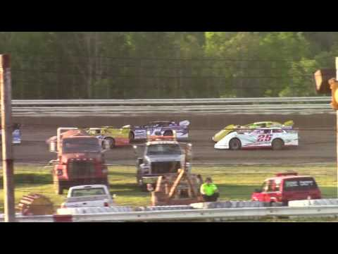 Hummingbird Speedway (6-10-17): BWP Bats Late Model Heat Race #2