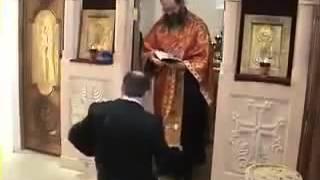 Священник бьет по голове - Прикол Года.mp4