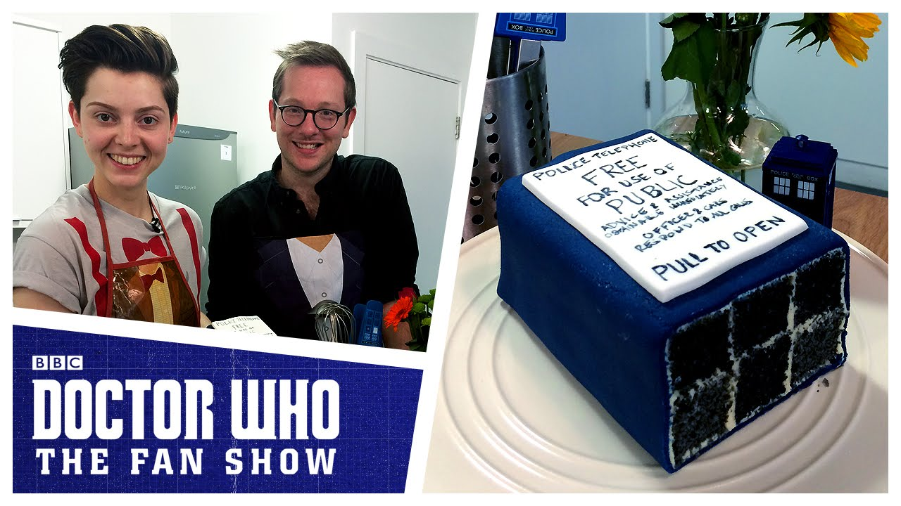 How To Make A TARDIS Cake Doctor Who The Fan Show YouTube
