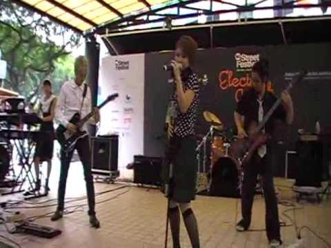 Electric Scarlet - 69 Diners (Original) Singapore Street Festival 09
