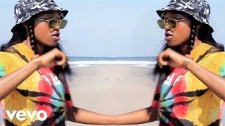 Смотреть клип Little Simz - The Hamptons