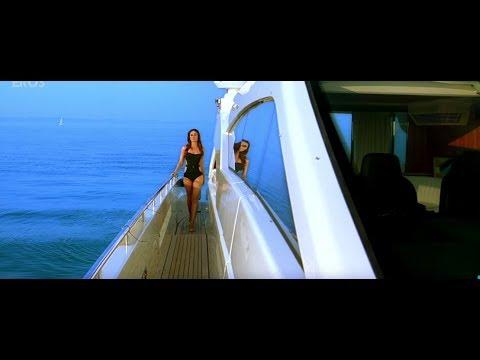 Kareena Kapoor best Bollywood Bikini Scene