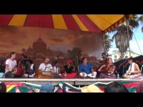 Bhajan - Jai Uttal - Govinda Govinda Gopal - LA Rathayatra (2/2)