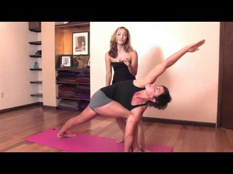 Ashtanga Yoga : Twisting in Parsvakonasana B with Kino MacGregor at Miami Life Center