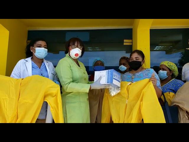 Enfermeras del PRM entregan material de seguridad a personal de salud hospital Dr. L. Pou de Samaná.