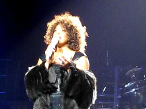 WHITNEY HOUSTON LIVE IN MELBOURNE: Blasting The Media and Saving All My Love For You
